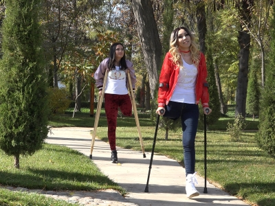 Arina & Sara - With crutches in the park